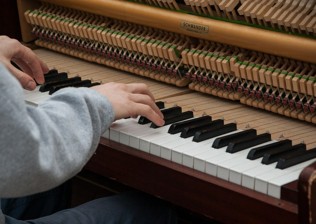 essay piano playing Piano critique 6 pages 1587 words november 2014 saved essays save your essays here so you can locate them quickly topics in this paper.